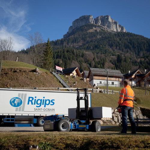 Logistikgerät Mitnahmehubstapler von der Seite